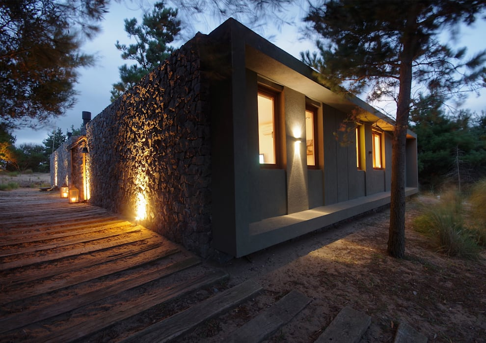Casas de Playa - El Patio - Casas modernas: Ideas, imágenes y decoración de LUCAS MC LEAN ARQUITECTO Moderno