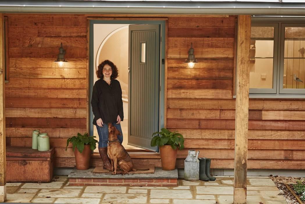 Front door โดย The Wood Window Alliance โมเดิร์น ไม้ Wood effect