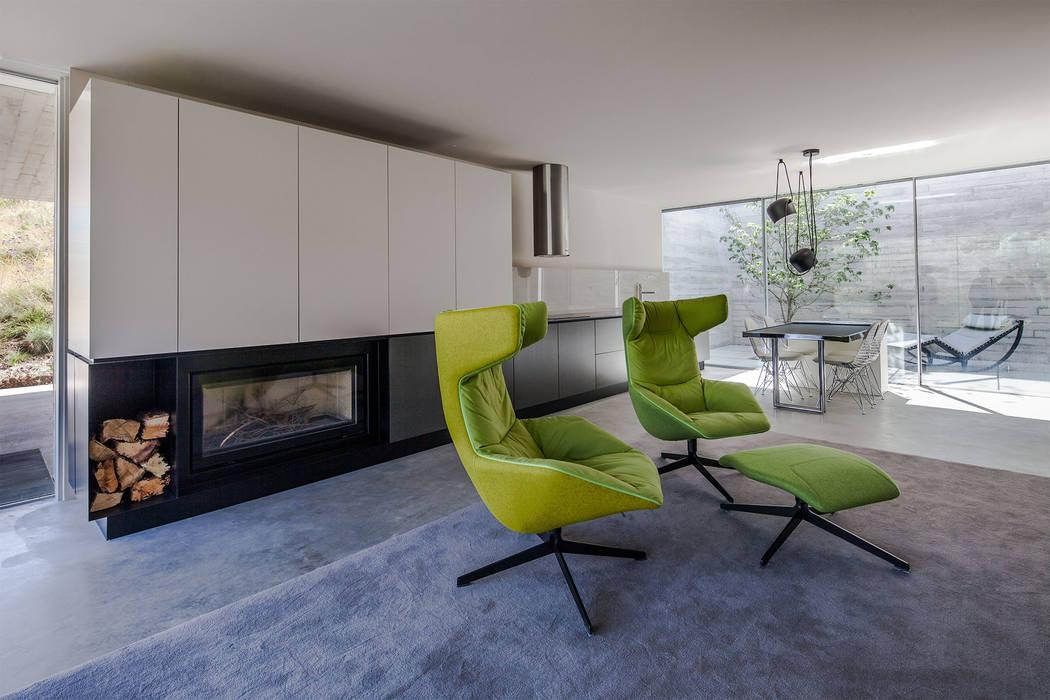Refúgio na Montaria: Salas de estar  por Carvalho Araújo,Moderno Betão