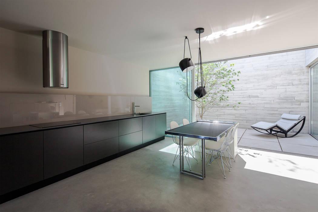 Refúgio na Montaria: Salas de jantar  por Carvalho Araújo,Moderno Betão
