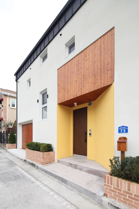 현관 진입부: 주택설계전문 디자인그룹 홈스타일토토의  주택