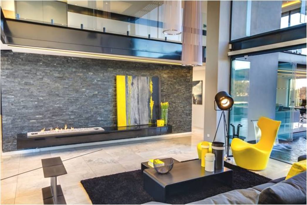 living Room Designs:  Living room by sunilchitara,