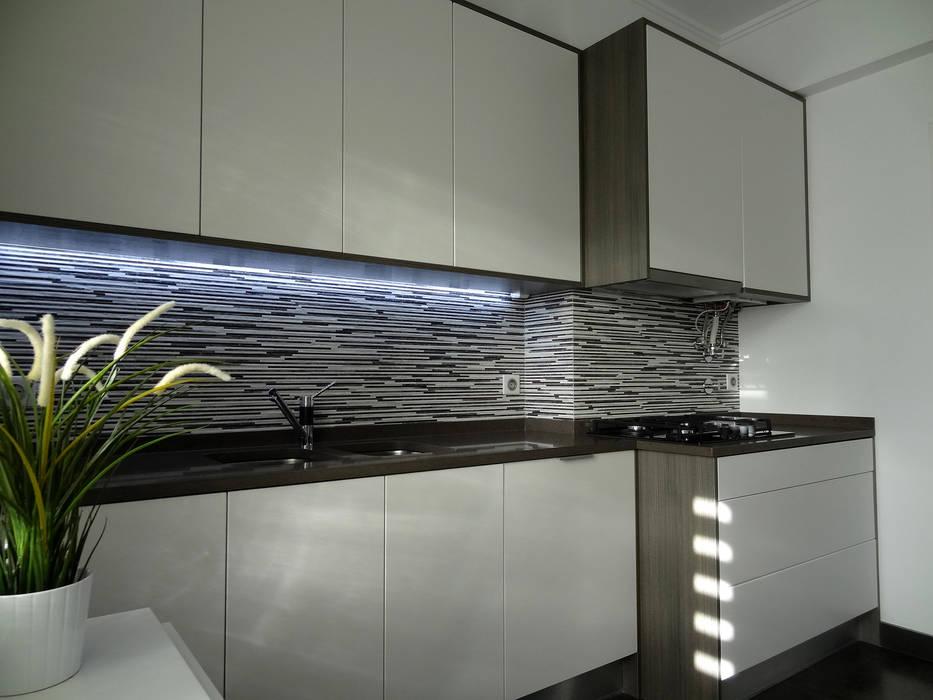 Küche von Happy Ideas At Home - Arquitetura e Remodelação de Interiores