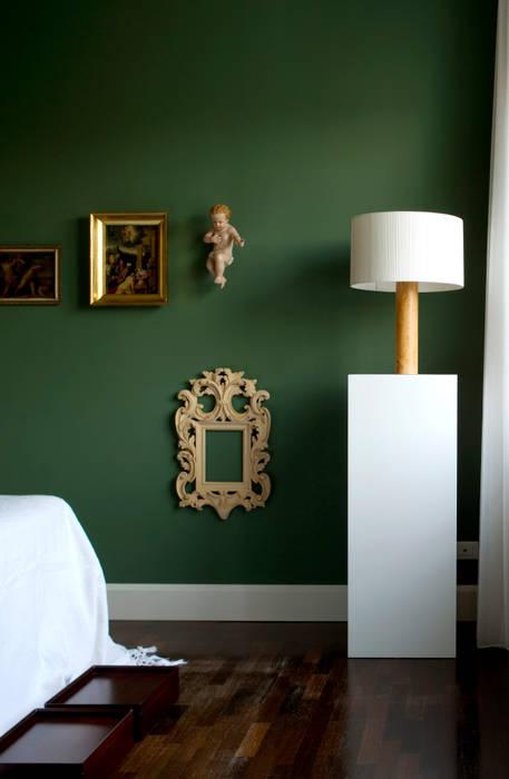 Casa Alessandra - camera padronale: Camera da letto in stile in stile Classico di Studio Carlo Dal Bianco