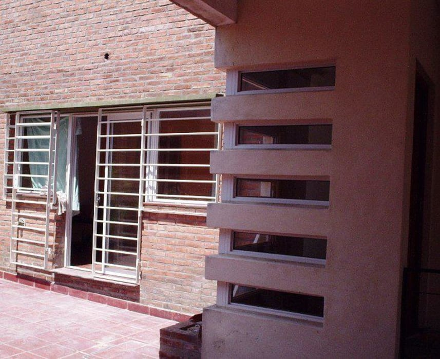Casa en Berazategui Casas modernas: Ideas, imágenes y decoración de AyC Arquitectura Moderno