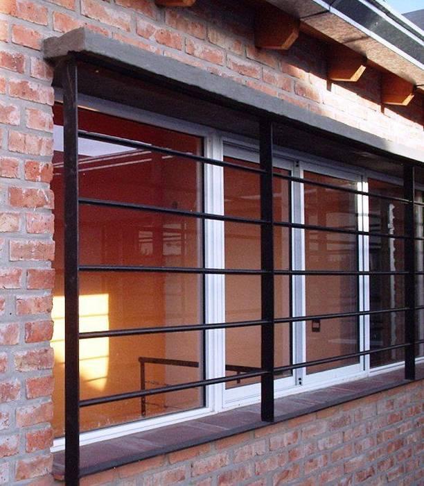 Casa en Berazategui: Casas de estilo  por AyC Arquitectura,Moderno