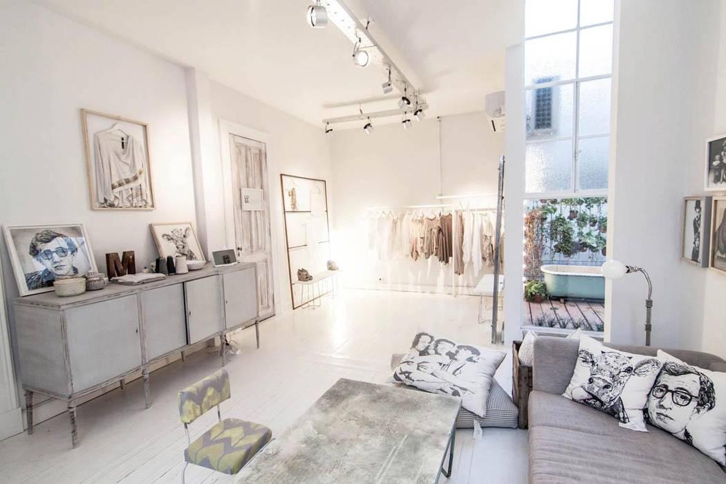 Modern living room by Ornatto Modern