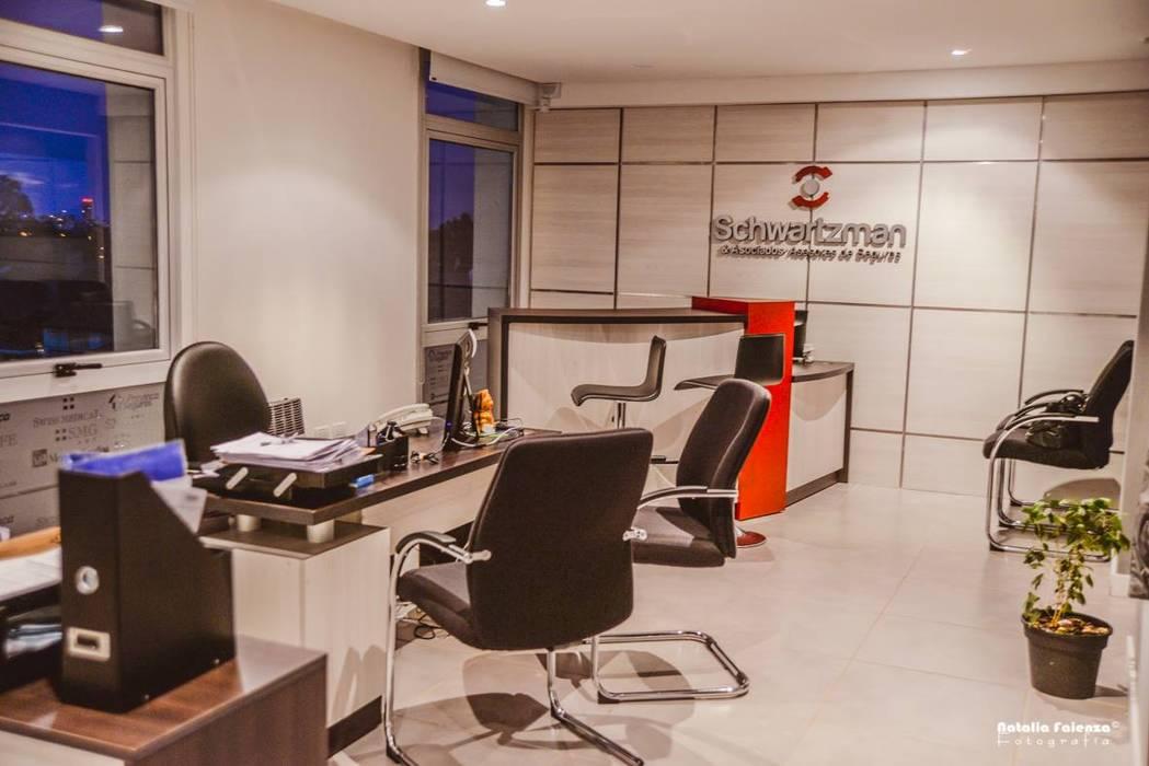 Oficinas Corporativas - Broker de Seguros D&C Interiores Oficinas y comercios de estilo moderno
