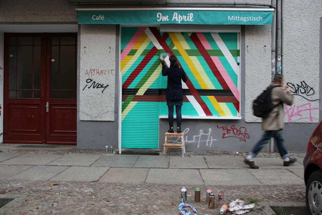 "Devanture ""Im April"" (Berlin- Friedrichshain): Bars & clubs de style  par Laeti-Berlin"