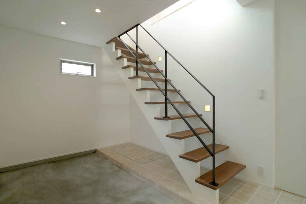 Modern Corridor, Hallway and Staircase by OARK一級建築士事務所 Modern