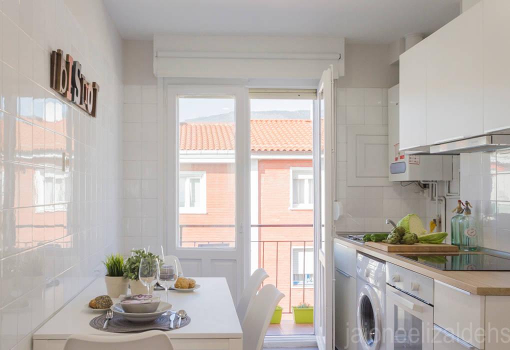 Cocina de jaione elizalde estilismo inmobiliario - home staging Escandinavo