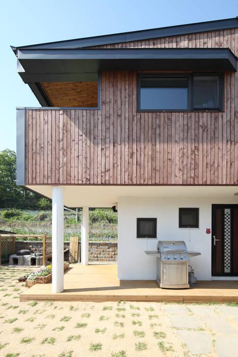 별채 외관: 주택설계전문 디자인그룹 홈스타일토토의  주택,