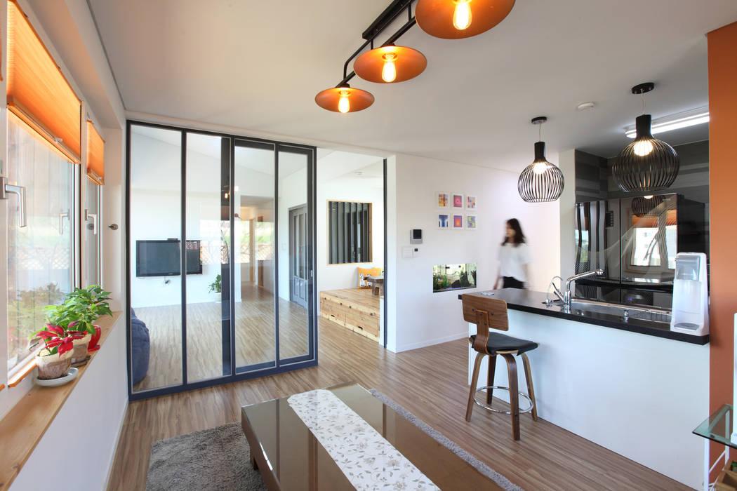 Dining room by 주택설계전문 디자인그룹 홈스타일토토,