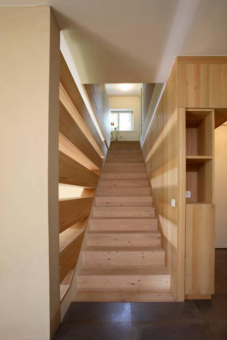 Casa unifamiliare Fié 04: Ingresso & Corridoio in stile  di Arch. Gertrud Kofler