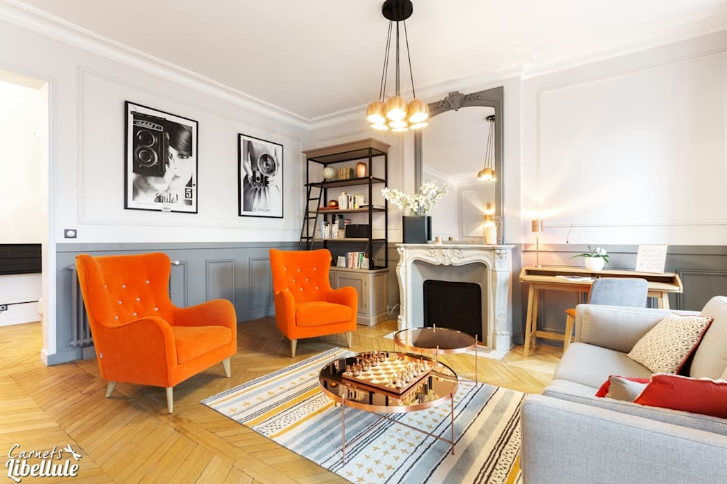 Salon cosy moderne orange: Salon de style  par Carnets Libellule