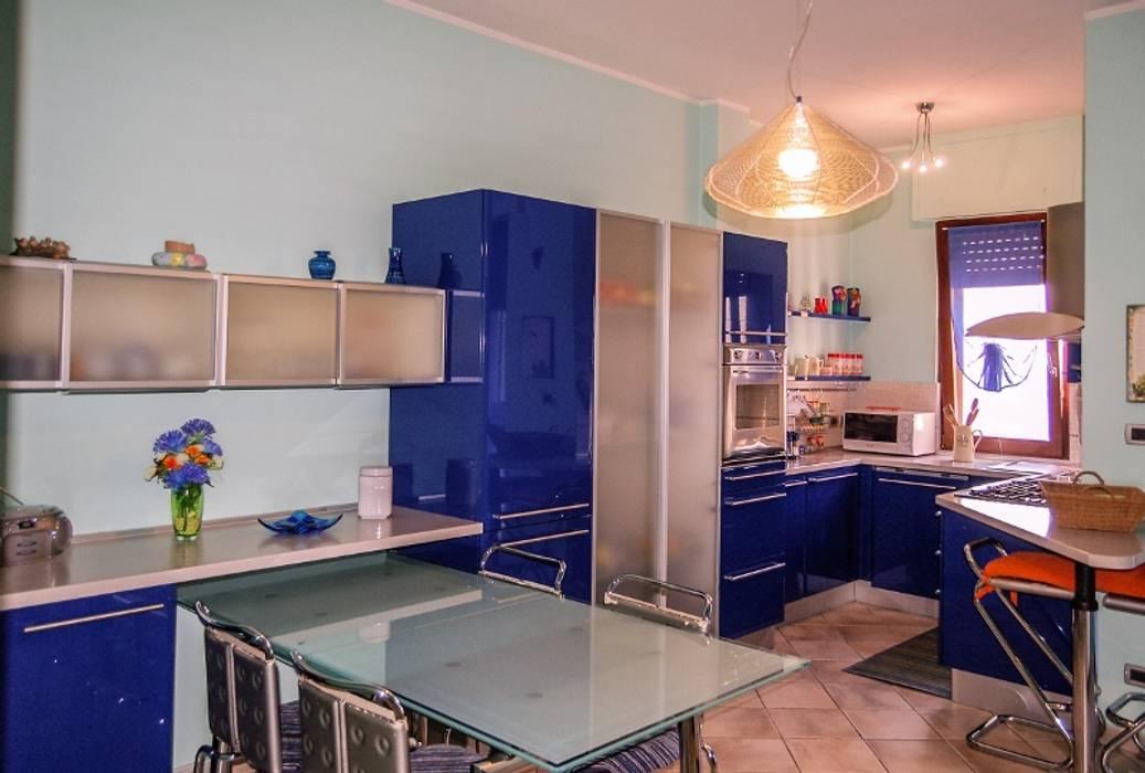 CUCINA: Cucina in stile in stile Moderno di ATELEON