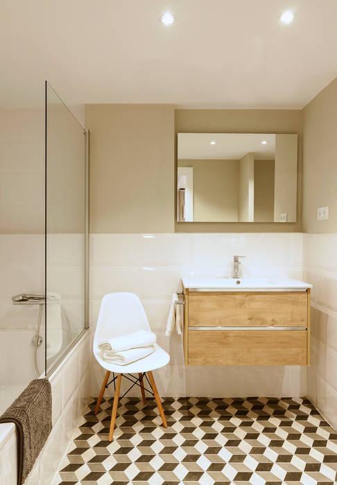 Skandynawska łazienka od Beivide Studio Skandynawski