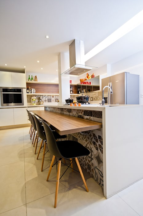 Modern style kitchen by Adoro Arquitetura Modern Wood Wood effect