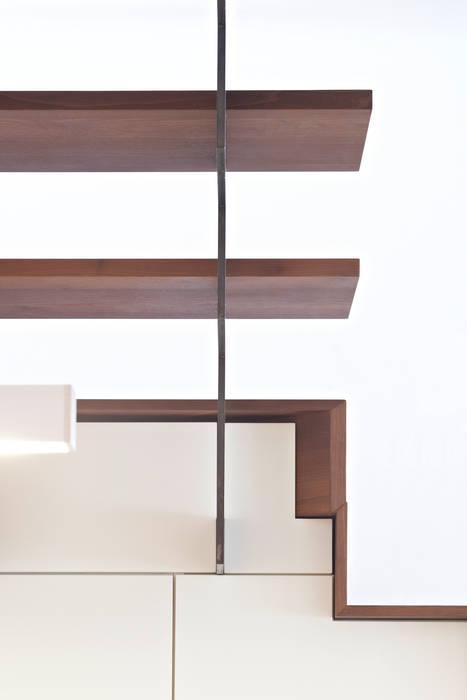 Appartamento Centro Storico Bolzano 05: Ingresso & Corridoio in stile  di Arch. Gertrud Kofler