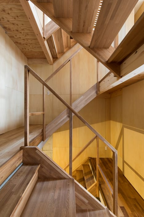 Stairs Modern Corridor, Hallway and Staircase by Kentaro Maeda Architects Modern Wood Wood effect