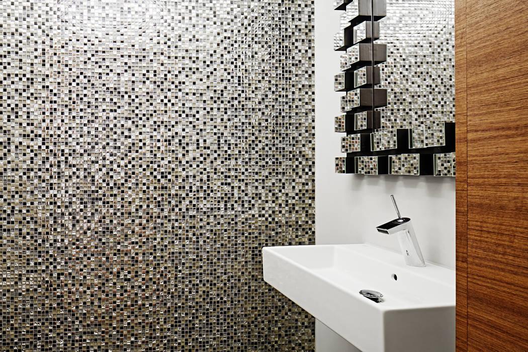 浴室 by Baufritz (UK) Ltd., 現代風