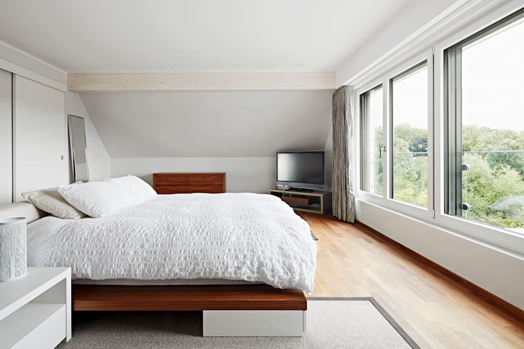 Bedroom Camera da letto moderna di Baufritz (UK) Ltd. Moderno