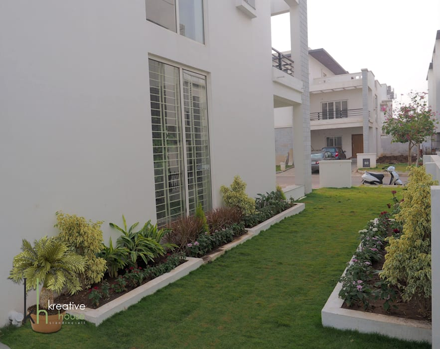NORTH SIDE BUILDING VIEW:  Garden by KREATIVE HOUSE,Eclectic