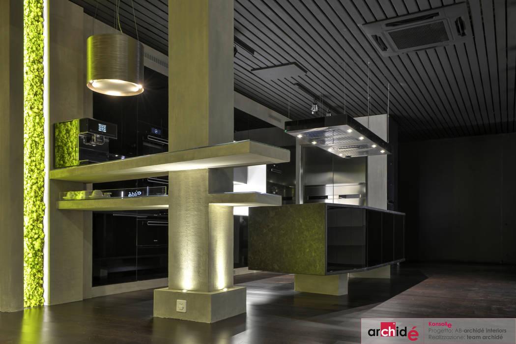 """""""Konsolle"""" Kitchen: Cucina in stile in stile Moderno di Archidé SA interior design"""