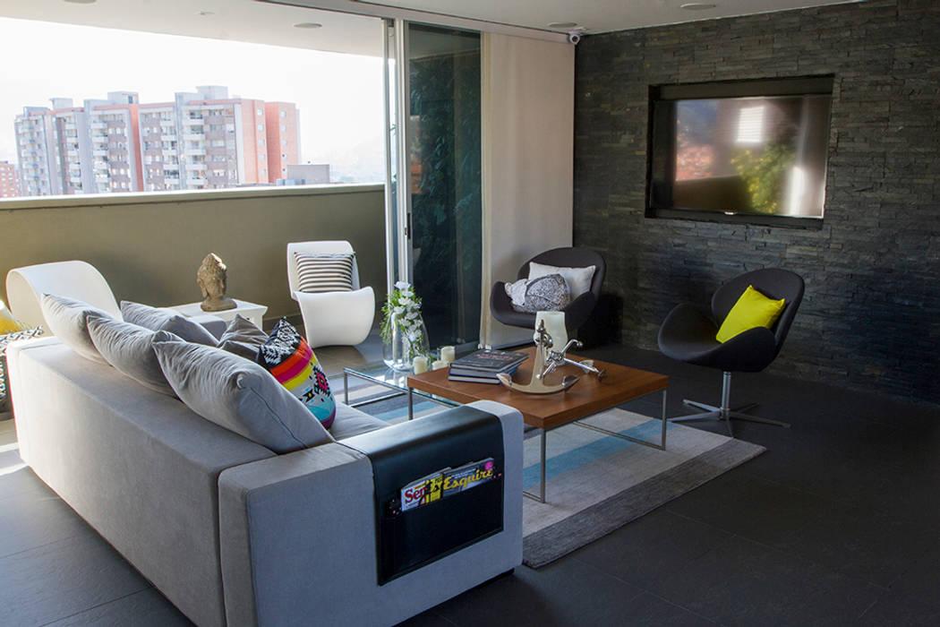 Casa Restrepo Salas modernas de Maria Mentira Studio Moderno Pizarra