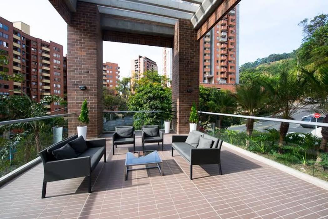 Maria Mentira Studio Balcon, Veranda & TerrasseAccessoires & décorations Aluminium/Zinc Gris