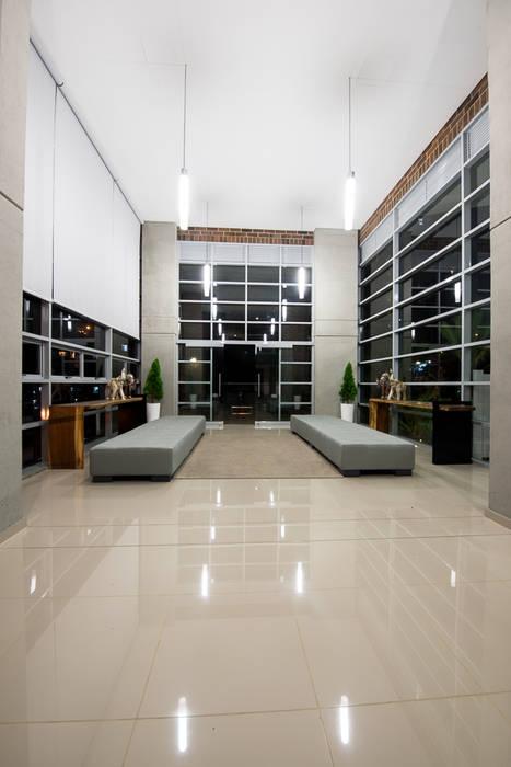 Lobby Finito Apartamentos para Coninsa Ramón H Maria Mentira Studio Vestíbulos, pasillos y escalerasAccesorios y decoración Textil Gris
