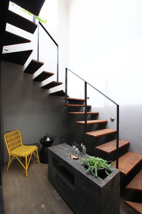 Hành lang, sảnh & cầu thang phong cách hiện đại bởi Germán Velasco Arquitectos Hiện đại