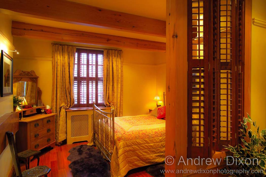 Shutters Rustic style bedroom by Andrew Dixon Photography Rustic