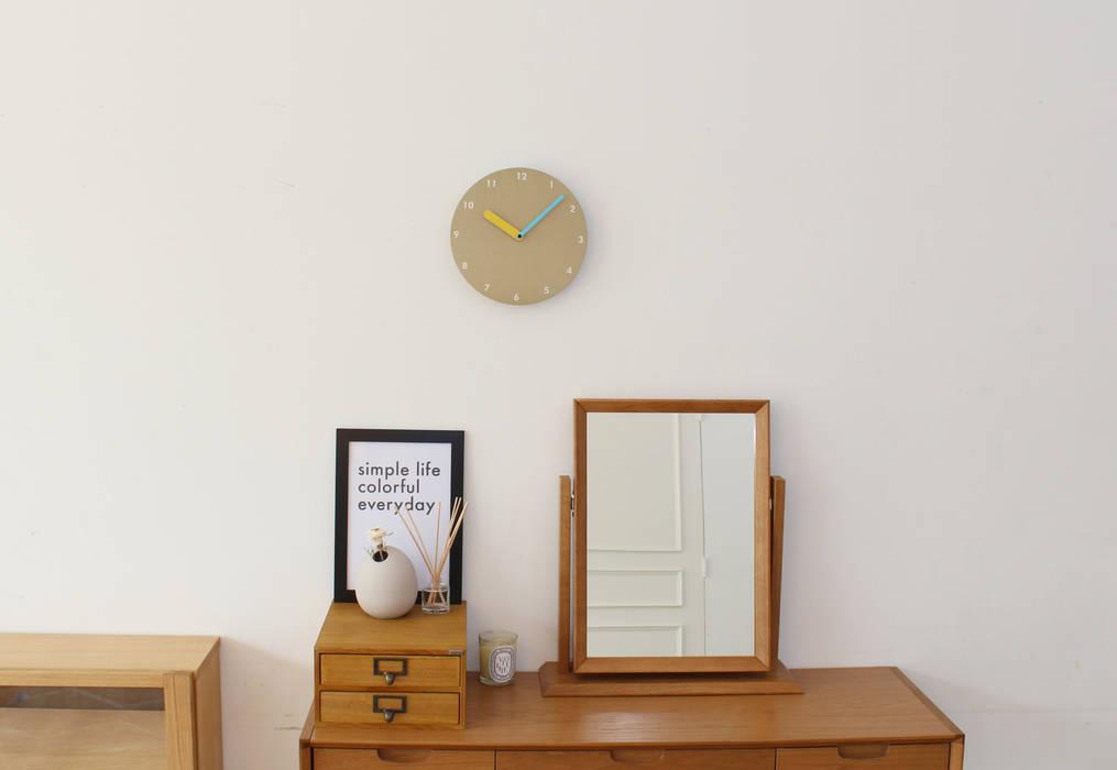dclock gray & sky gray & beige & yellow: maketen의  벽 & 바닥