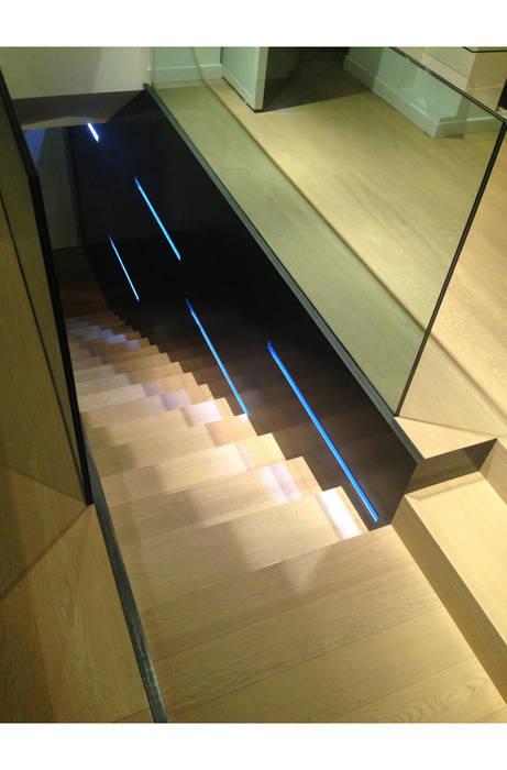 STUDIO DI ARCHITETTURA RAFFIN Modern Corridor, Hallway and Staircase Glass Black