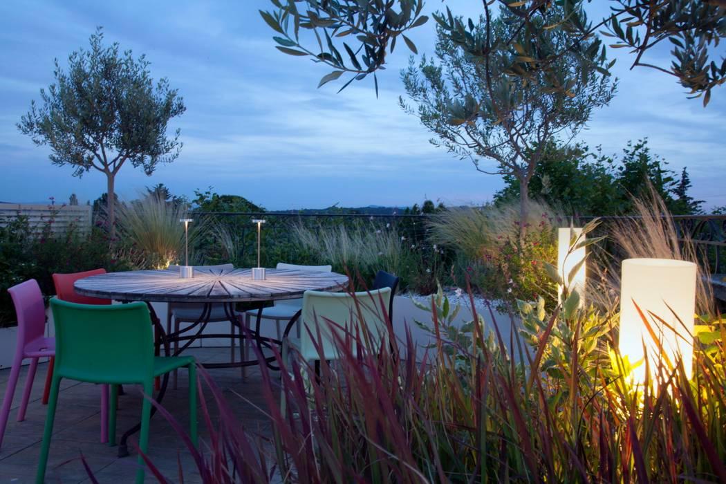Jardin contemporain sur une terrasse en ville CONCEPTUELLES PAYSAGE ET DECORATION Jardin moderne