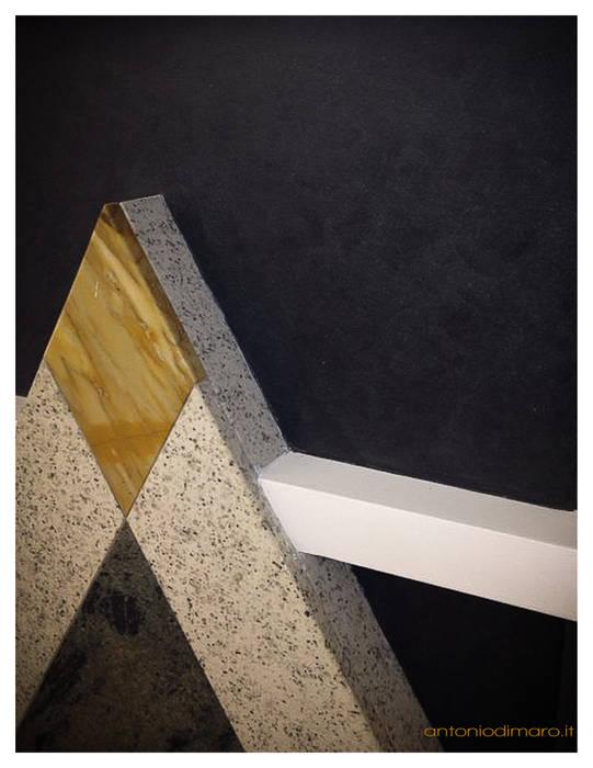Recupero e integrazione funzionale e architettonica di un'esistente camino.: Sala da pranzo in stile in stile Minimalista di antoniodimaro&partners