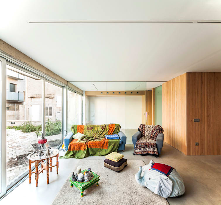 SAU-MIGDIA-HOUSE Soggiorno moderno di Andres Flajszer Photography Moderno