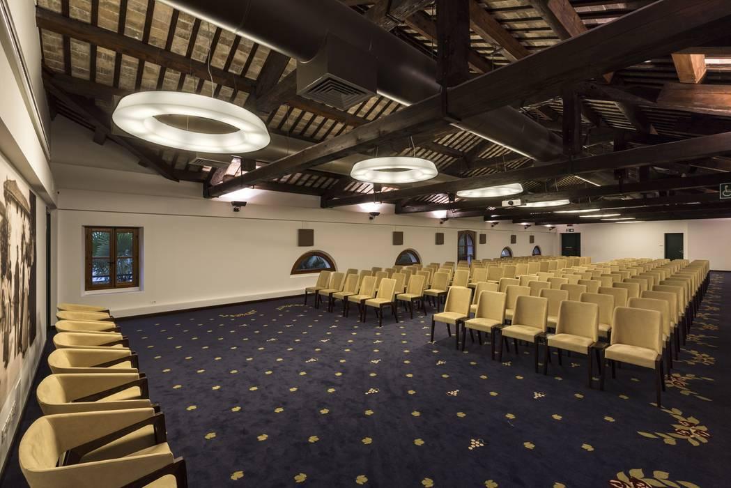 Palacios de congresos de estilo  de Elia Falaschi Photographer, Rústico