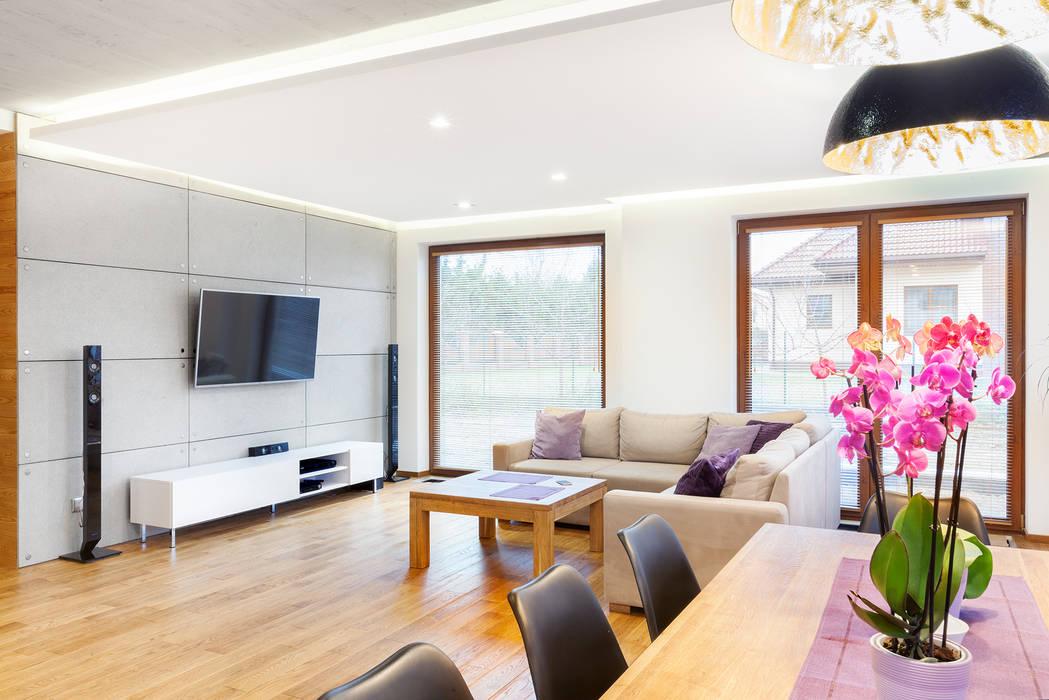 Ruang Keluarga Modern Oleh IN Modern Kayu Wood effect