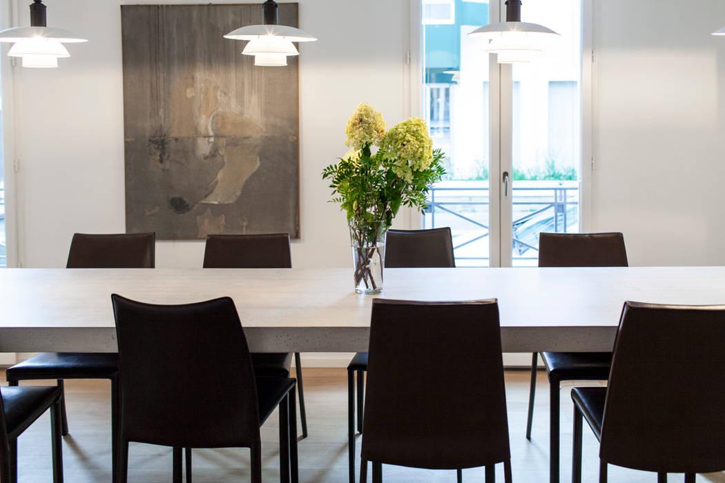 Place Dauphine: Salle à manger de style de style Moderne par Concrete LCDA