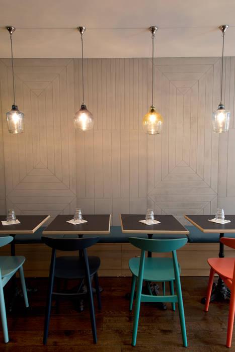 Restaurant MAISON: Bars & clubs de style  par Concrete LCDA