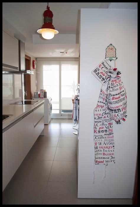 Cocina de Diseño: Cocinas de estilo  por Diseñadora Lucia Casanova
