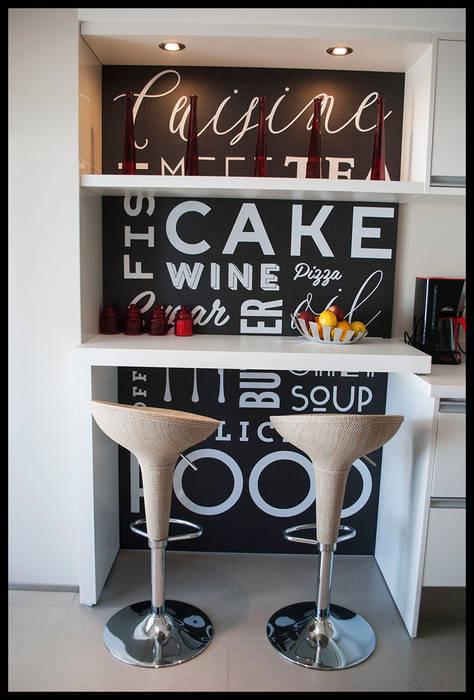 Desayunador con nombre propio: Cocinas de estilo moderno por Diseñadora Lucia Casanova