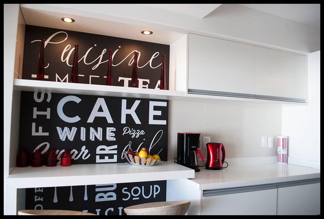 DETALLES PERSONALES Diseñadora Lucia Casanova Cocinas modernas: Ideas, imágenes y decoración Rojo