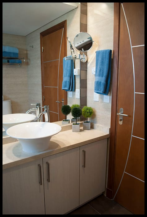 Baño principal: Baños de estilo  por Diseñadora Lucia Casanova