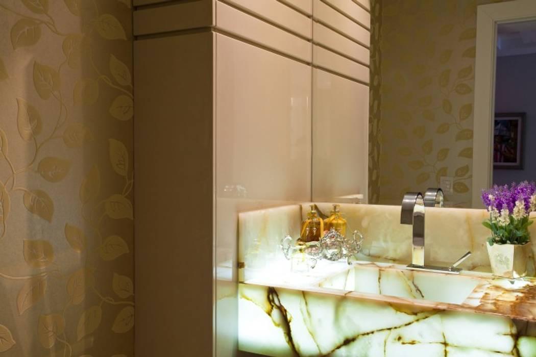 Bathroom by LimaRamos & Arquitetos Associados, Modern