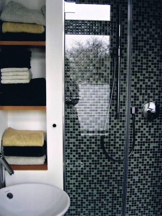 Gästebad: dusche mit glasmosaikrückwand: badezimmer von grandi+lutze ...