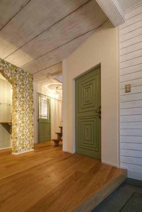 Pasillos, vestíbulos y escaleras de estilo escandinavo de dwarf Escandinavo