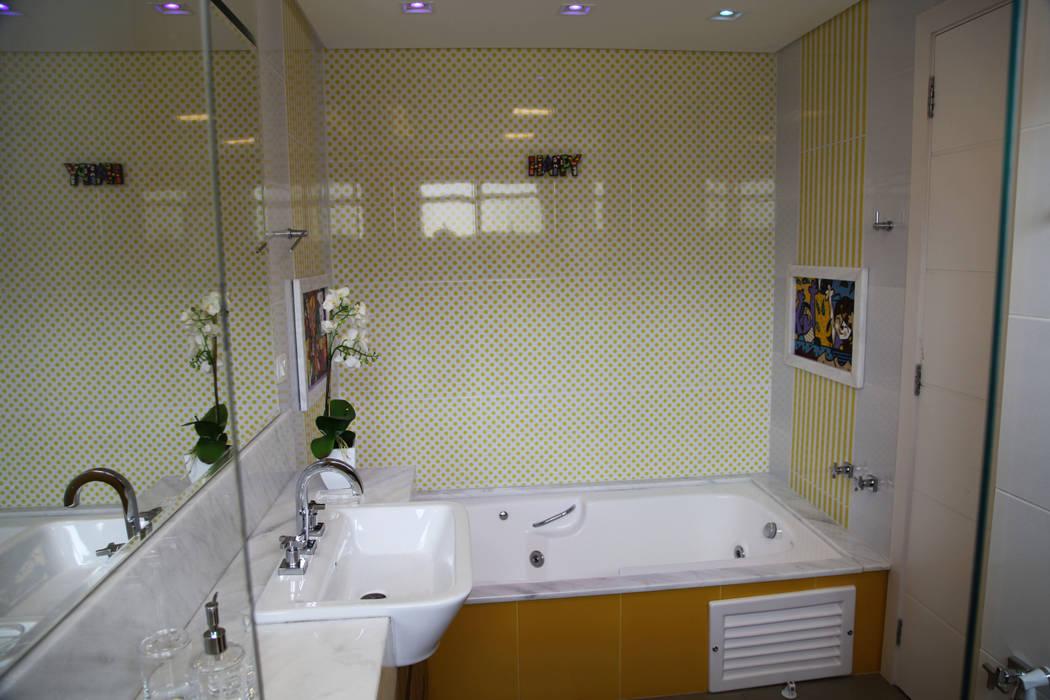 Baños de estilo moderno de Suelen Kuss Arquitetura e Interiores Moderno Mármol